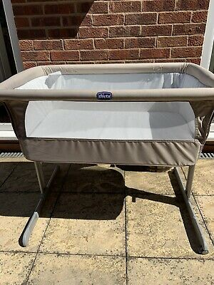 Chicco Next 2 Me Height Adjustable Side Sleeping Crib With 2 Sheets