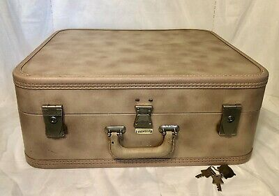 Vintage Travella Luggage Suitcase 20x18x8 Keys