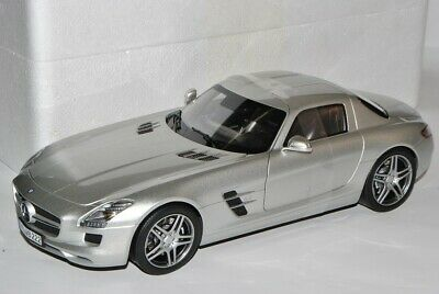 Mercedes-Benz SLS AMG Gullwing Coupe Silber Grau C197 Ab 2009 1//18 Norev Model..