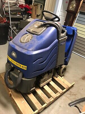 """Windsor Chariot 24  iExtract Extractor 24"""" Carpet Cleaner (NEEDS CHARGER)"""