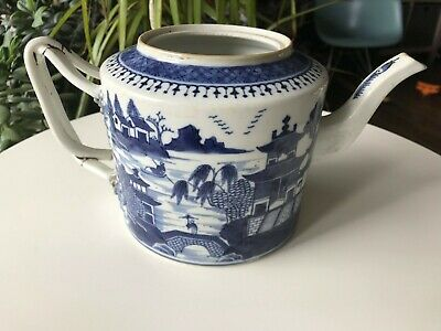 Chinese Qing Qianlong Period Blue and White Teapot with No Lid, Restored Handle