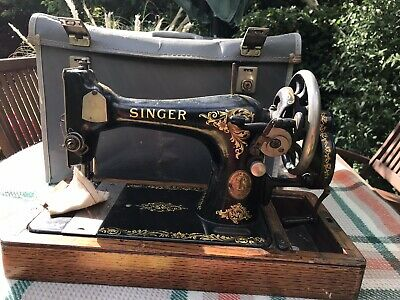 1923 Singer 128k Sewing Machine good and working but some paint loss