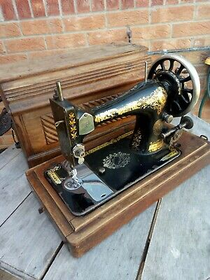 Singer Hand Crank Antique Vintage Sewing Machine 1896