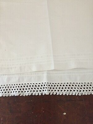 LOVELY VINTAGE  LINEN HUCKABACK GUEST TOWEL With HAND CROCHET LACE