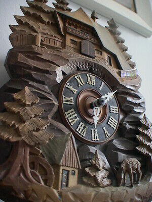 Black Forest Cuckoo Clock, hunting scene, unusual, nice carvings, perfect workin