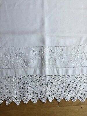 LOVELY Hand  Embroidered VINTAGE  LINEN HUCKABACK TOWEL With HAND CROCHET LACE