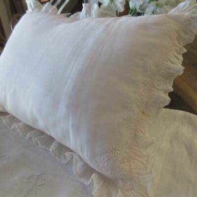 Exquisite Vintage Pale Pink LINEN Delicate PILLOW SHAM Embroidery Ruffle Lace