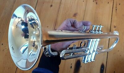Trumpet Yamaha T100S with Selmer ( France) 3S mouthpiece and case.