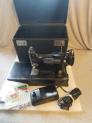 Singer 1956 Black Featherweight Sewing Machine Model 221