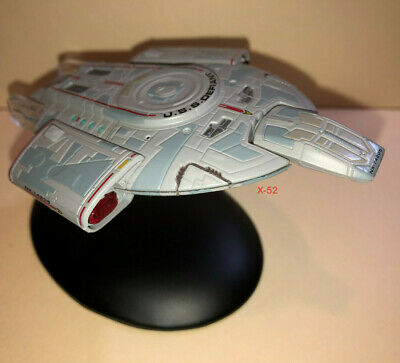 STAR TREK Deep Space Nine USS DEFIANT Eaglemoss Diecast Toy Ship + Stand DS9