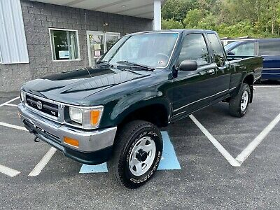 1994 Toyota Pickup XCAB SR5 4x4 3.0L V6 4x4 Automatic CLEAN CARFAX 2 OWNERS COLD A/C