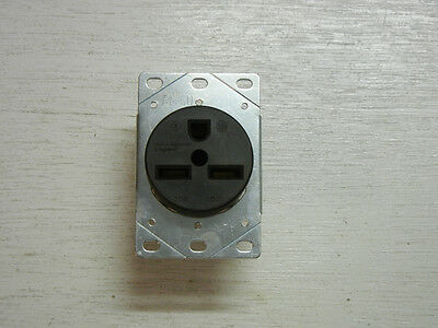 Pass Seymour Power Outlet 30A 250V Flush Mount 2P 3W Dryer Range Receptacle NEW