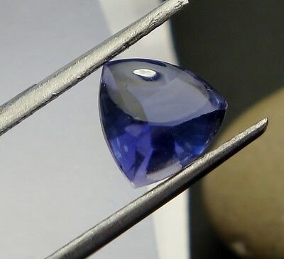 1x Iolith /Cordierit - Trillion facettiert bufftop  neonblau 7x7mm (IO009)