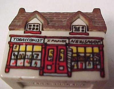 Wade Whimsey on Why-England-Figurine-Tobacconist-I Papier-News Agent Bldg-11482C