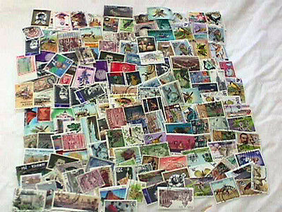 BRITISH AREA OFF PAPER MIX, ALL LARGE PICTORIALS/COMMEMS WITH BETTER VALUES