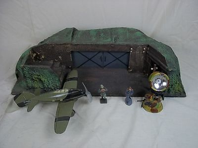 c1935 Moritz-Gottschalk Airfield Bunker HQ Set With Tipp Co. Tinplate Aircraft