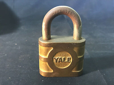 Vtg Collectible The Yale & Towne Mfg. Co. Yale Padlock With Key