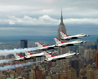 Six F-16 Fighting Falcons of the U.S. Air Force Thunderbirds over New York City