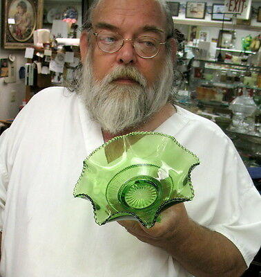 circa 1890 / EAPG green US glass / colorado pattern berry / fruit bowl / perfect