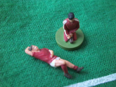 Subbuteo C184 Match Day Series Injured Player & Kneeling Physio First Aid Figure