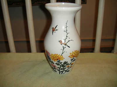 Superb Chinese Vase-Taiwan ROC-Birds & Floral Patterns-Signed & Marked-Ceramic