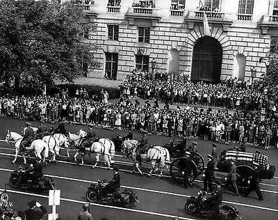 Photo Roosevelt's funeral procession- horse-drawn casket, Pennsylvania Ave. 1945