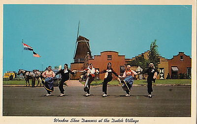 HOLLAND MI MICHIGAN WOODEN SHOE DANCERS FRONT OF WINDMILL Postcard
