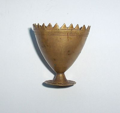19c. ORIGINAL ANTIQUE HAND MADE SERRATED BRASS EGG CUP