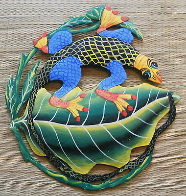 """HAND PAINTED 12"""" ROUND IGUANA ON A LEAF METAL ART WALL HANGING"""