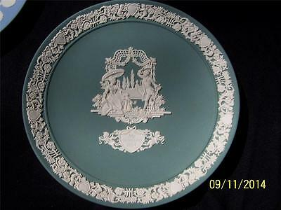 Wedgwood Collector 1984 Valentine's Day Plate White on Sage HM-2