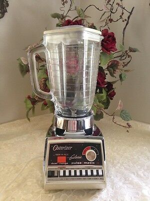 VINTAGE RETRO OSTERIZER GALAXIE DUAL RANGE PULSE MATIC 16 WITH GLASS PITCHER