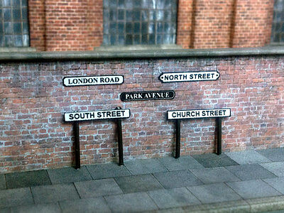 500 Street Name Signs & Posts Assorted Styles O Gauge 1:43 Model Railway S001-O