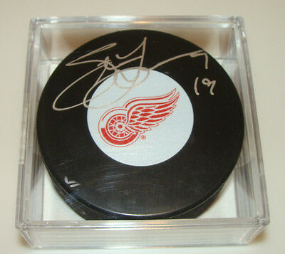 Steve Yzerman Detroit Red Wings Puck Hockey COA Signed NHL Holofoil Autograph