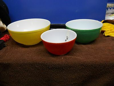 VTG PYREX PRIMARY COLORS NESTING MIXING BOWLS SET OF 3