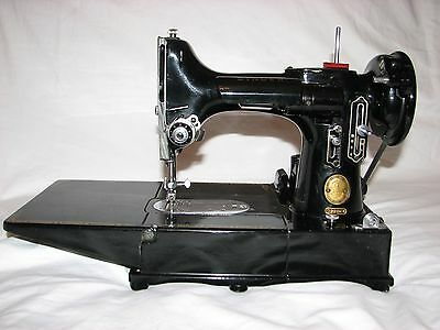 Flawless Singer Featherweight 222K Sewing Machine and many accessories