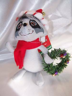 "2009 Annalee 8"" RACOON w/ Wreath and Red Scarf NEW w/tags Christmas Decoration"