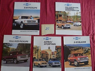 25  /   CHEVROLET : 5  catalogues english text  gamme camions utilitaire 1989