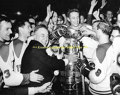 JEAN BELIVEAU Celebrates w/STANLEY CUP 8x10 Photo MONTREAL CANADIENS HOF GREAT