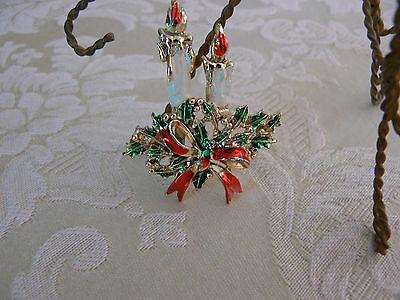 Lovely Vintage Unmarked Goldtone Enamel Candles Holly Big Red Bow Brooch/Pin