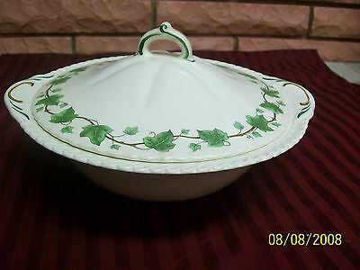HARKERWARE SERVING BOWL WITH LID & GREEN IVY PATTERN PREOWNED