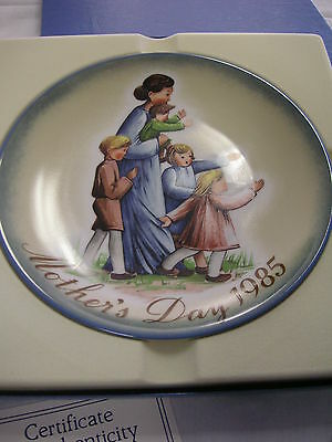 """""""A Mother's Journey"""" By Sister Berta Hummel Mother's Day 1985 Schmid Plate w/COA"""