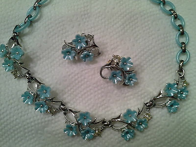 Unusual Baby Blue VTG Plastic Flower Choker Necklace & Matching Clip Earrings