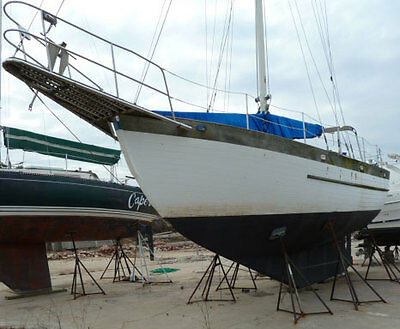 BLUEWATER SAILER - 1979 YOUNG SUN 35 CUTTER, YANMAR DIESEL AUXILIARY - SAILBOAT