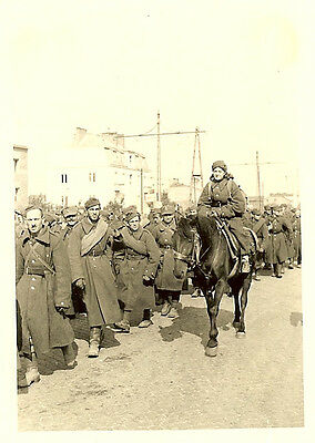 GRIM FATE: Endless Column of Polish POW's on Street incl. Female Medic on Horse!
