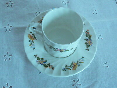 Lovely Vintage Aynsley English Bone China Cottage Tea Cup & Saucer