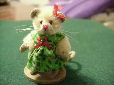 Deb Canham Miss Holly Mouse Christmas 2004 Retired