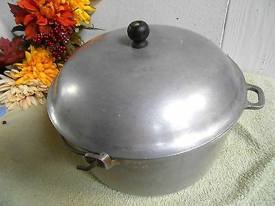 Vintage Cast Aluminum Dutch Oven/Stock Pot With Lid and Handle
