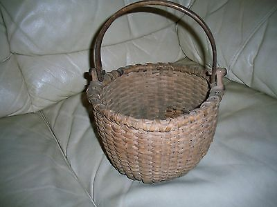 EARLY SPLINT BASKET, WONDERFUL BUTTON EARS ON  HANDLE, 6 X 10 INCHES , UNIQUE