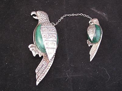 VINTAGE MEXICO STERLING SILVER & CALCITE MOM & BABY PARROT BIRDS PIN malachite