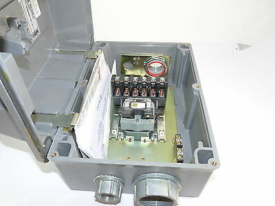 Square D 8903LWW60V02 Lighting Contactor 30a Surplus